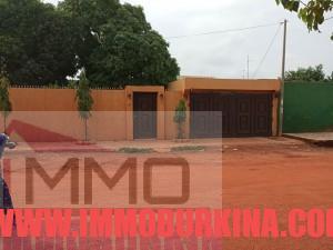 devanture-une-belle-villa-en-vente-a-ouagadougou-quartier-gounghin-sur-immo-burkina